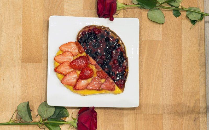 Regalo torta a cuore per san Valentino prodotta da panificio melli, torta alle fragole